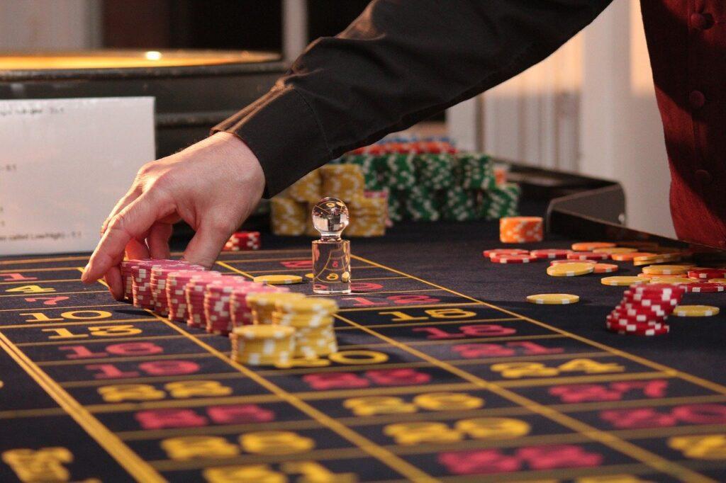 Elemen besar perjudian di Irlandia adalah meja roulette dan blackjack.