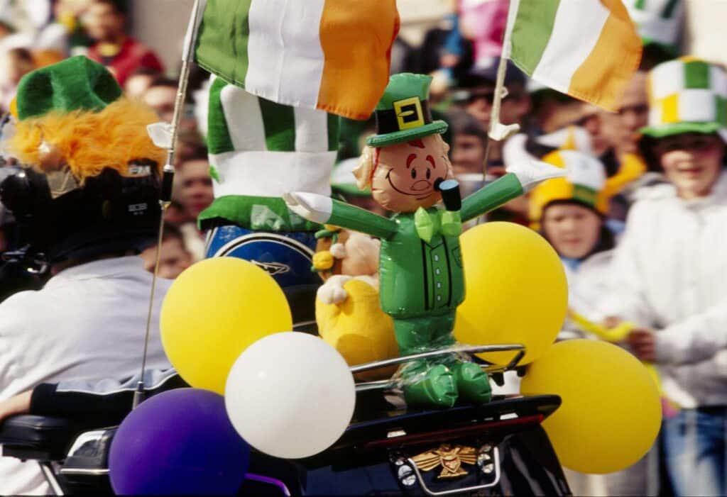 Be nice to the Irish to hear their hilarious Irish knock-knock jokes.