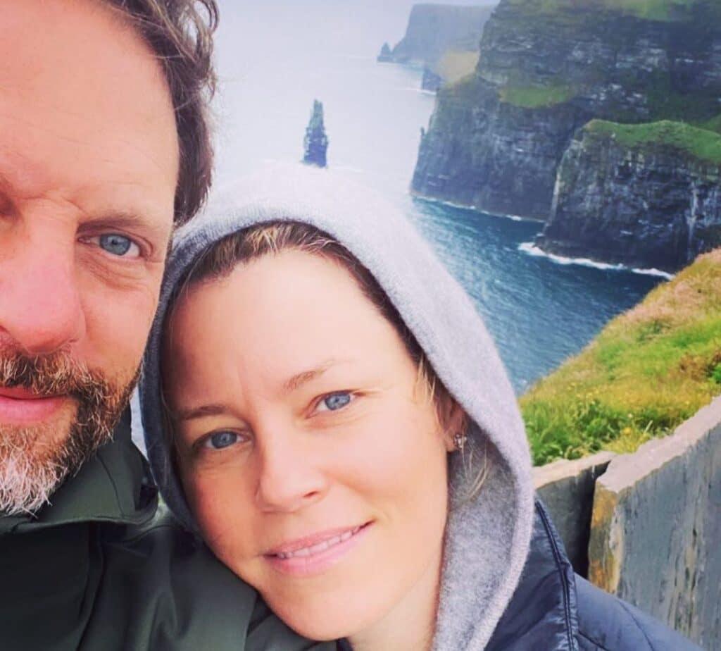 Elizabeth Banks visits Ireland's top tourist attractions.